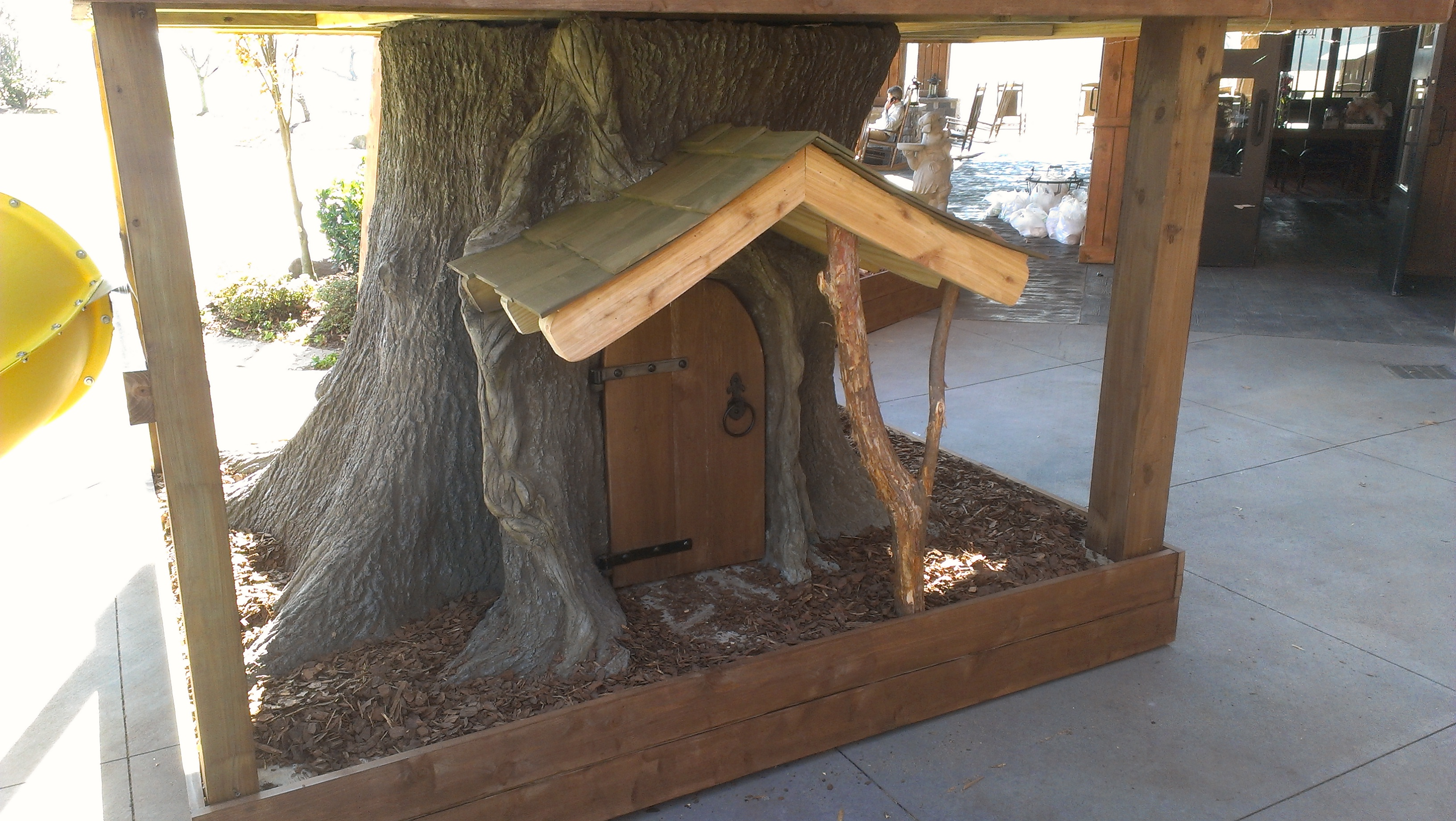 Creative Garden Spaces Inc, custom tree house construction, faux tree, concrete sculpting