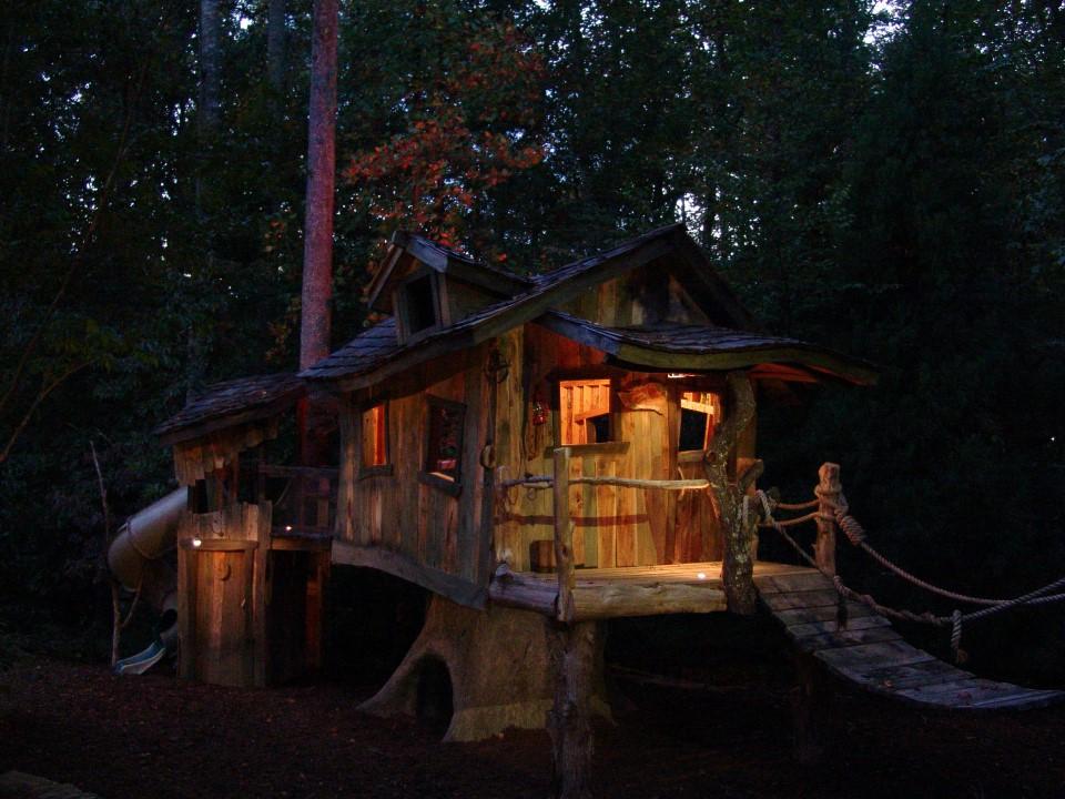 Creative Garden Spaces Inc, Oak Ridge NC, дом на дереве, playspace, столярные изделия, ночное освещение, ландшафтное освещение